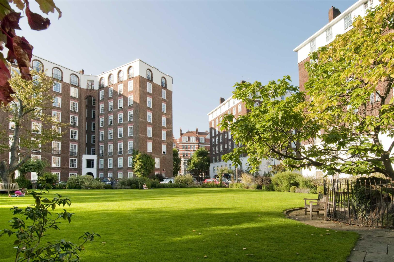 3 Bedrooms Flat for sale in North End House, Fitzjames Avenue, West Kensington, W14